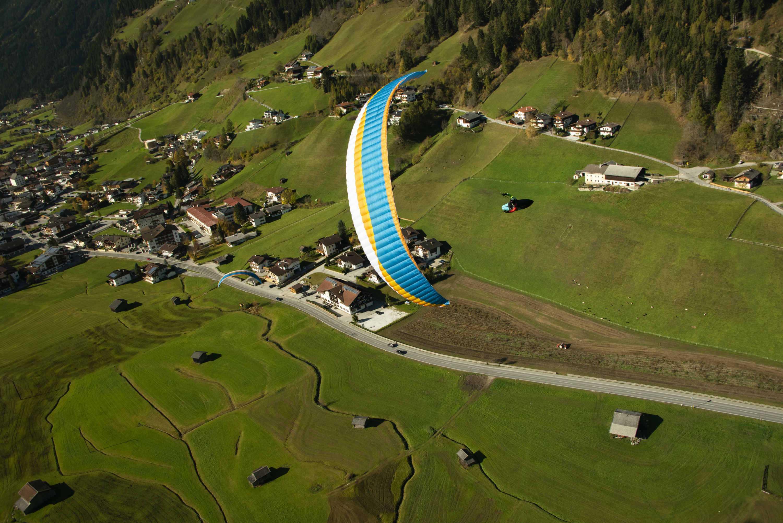AirDesign Rise 4 ocean flying over Neustift, Stubai