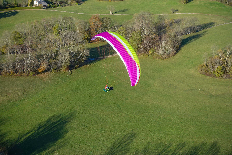AirDesign Rise 4 orange flying in St. Hilaire