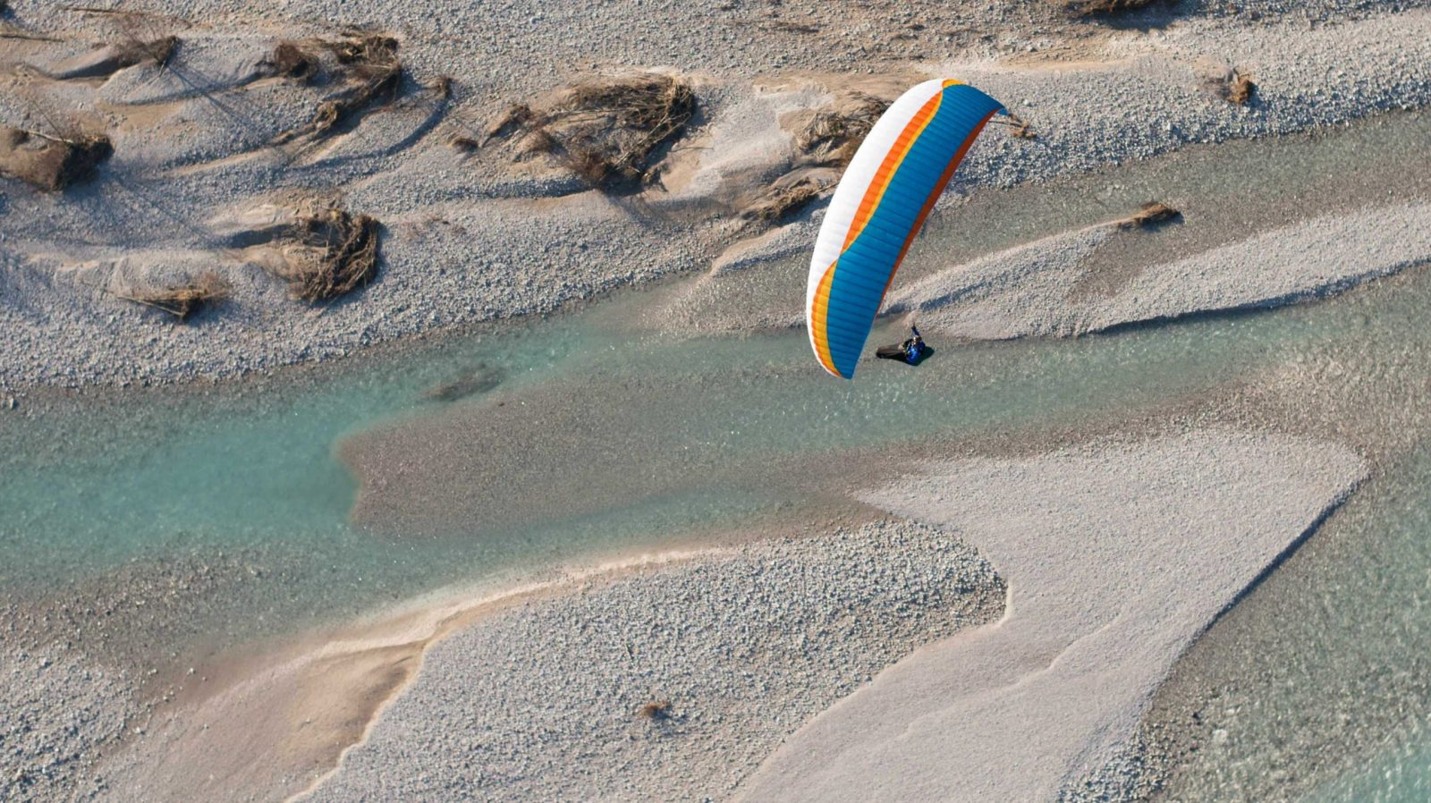 AirDesign Rise 4 ocean over a river near Meduno, Italy